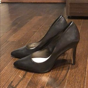 Vince Camuto black high heel leather pumps 8